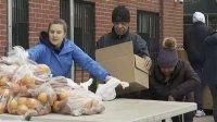 هجوم نیویورکی ها به خیریه ها برای دریافت کمک غذایی