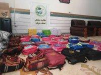 توزیع ۱۵۰ بسته لوازم التحریر بین دانش آموزان نیازمند لنده ای