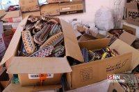 جهادگران بسیجی شهرستان شوش اقدام به توزیع بستههای فرهنگی بین دانشآموزان نیازمند کردند
